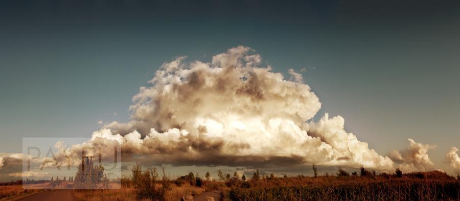 paysage nuage géant vaisseau-mère